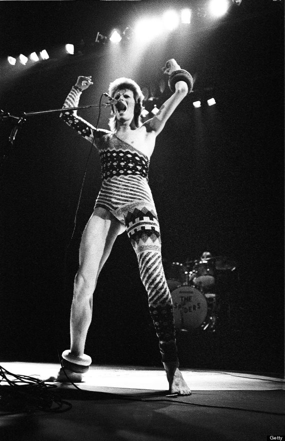 LONDON - MAY 12: David Bowie performs live on stage at Earls Court Arena on May 12 1973 during the Ziggy Stardust tour (Photo by Gijsbert Hanekroot/Redferns)